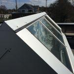 VitraLight - unser Oberlicht für das Flachdach - Aussenansicht mit Blick auf Fenster