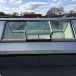 VitraLight - unser Oberlicht für das Flachdach - Seitenansicht mit offenen Fenster