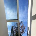Dachschiebefenster DS - einteilig helb geöffnet zur Dachterrasse
