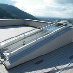 Dachschiebefenster DS - dreiteilig offen mit Blick auf Dachterrasse