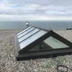 Glassatteldach auf Flachdach